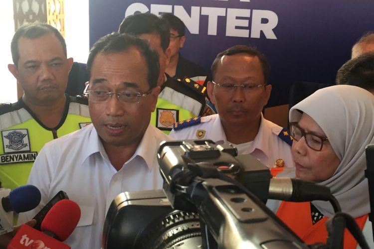 Menteri Perhubungan Budi Karya Sumadi dan Dirut PT Jasa Marga (Persero) Tbk Desi Arryani saat menyampaikan update terkait arus mudik Natal dan Tahun Baru 2018.