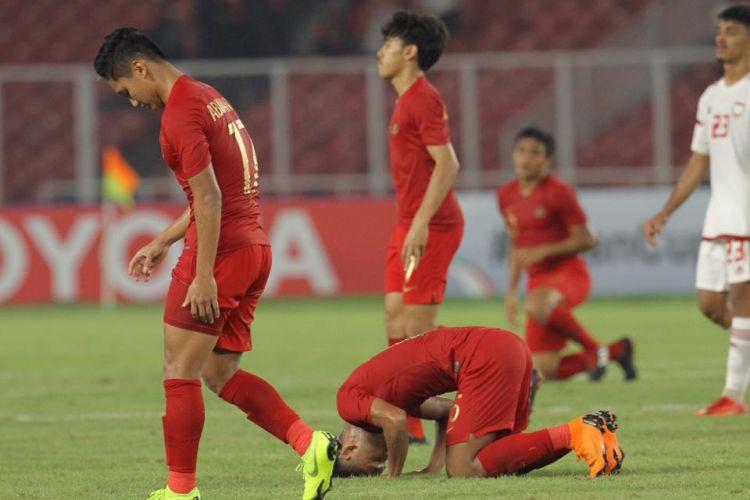 Para pemain timnas U-19 Indonesia merayakan gol ke gawang UEA dalam laga lanjutan Grup A Piala Asia U-19 di Stadion Utama Gelora Bung Karno, Jakarta, Rabu (24/10/2018).