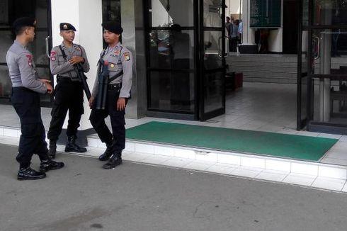 Puluhan Polisi Amankan Sidang FBR