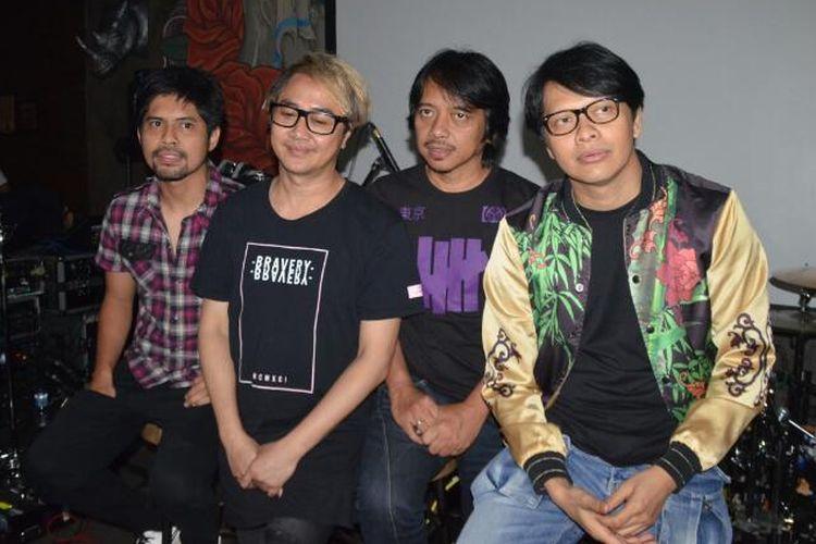Grup band GIGI diabadikan saat jumpa pers Launching Website dan Managemen baru GIGI, di Kawasan Gandaria, Jakarta Selatan, Rabu (12/4/2017).