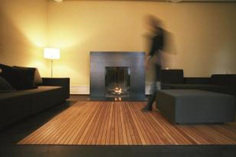 Mengganti tampilan lantai, merupakan salah satu cara renovasi murah dan mudah.