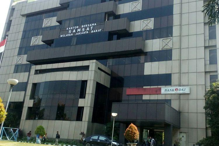 Kantor Samsat Jakarta Barat di Jalan Daan Mogot KM 13, Cengkareng, Jakarta Barat, Kamis (27/7/2017).