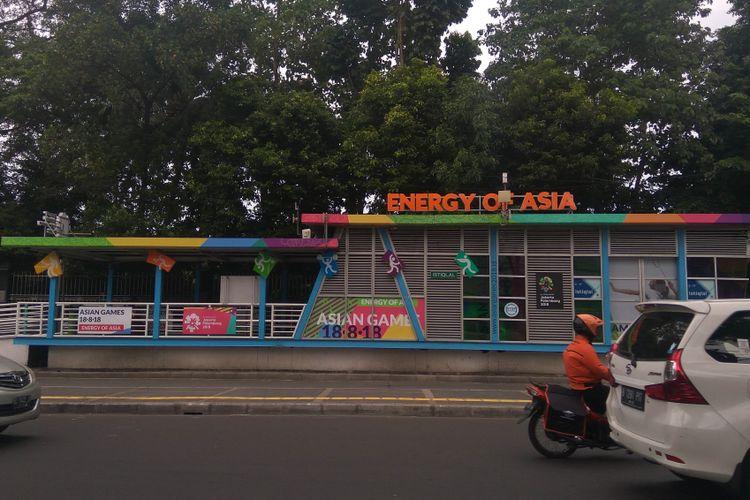 Halte Transjakarta mulai dihiasi ornamen Asian Games 2018, Rabu (10/1/2018)