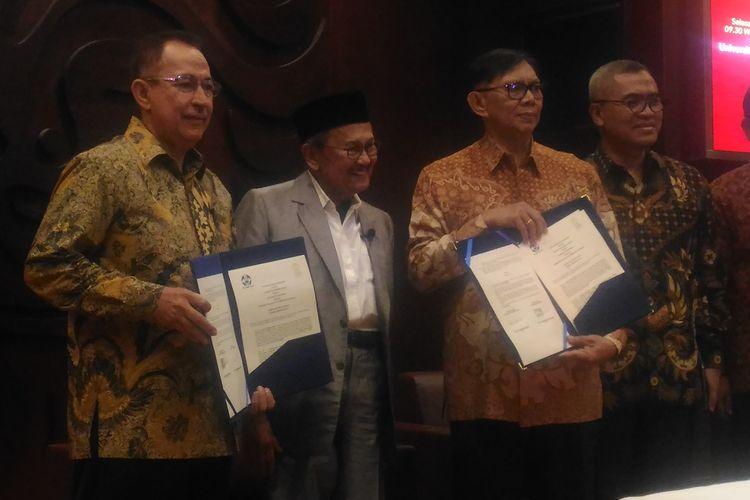 Presiden ke-3 RI, Bacharuddin Jusuf Habibie seusai orasi ilmiah di Balai Sidang Universitas Indonesia (UI), Depok, Jawa Barat, Selasa (25/6/2019).
