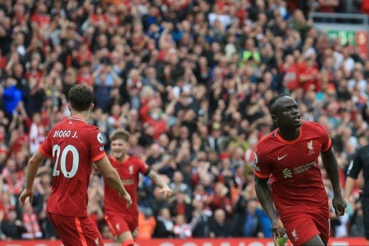 Penyerang Liverpool melakukan selebrasi usai membobol gawang Burnley dalam laga Liga Inggris 2021-2022 di Stadion Anfield, 21 Agustus 2021.