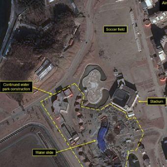 Citra satelit yang menunjukkan perkembangan pembangunan resor di Area Pesisir Turis Wonsan-Kalma, Korea Utara, pada 28 Desember 2018. (38 North).