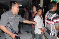 Judi Sabung Ayam Digerebek Polisi, Warga Beri Perlawanan
