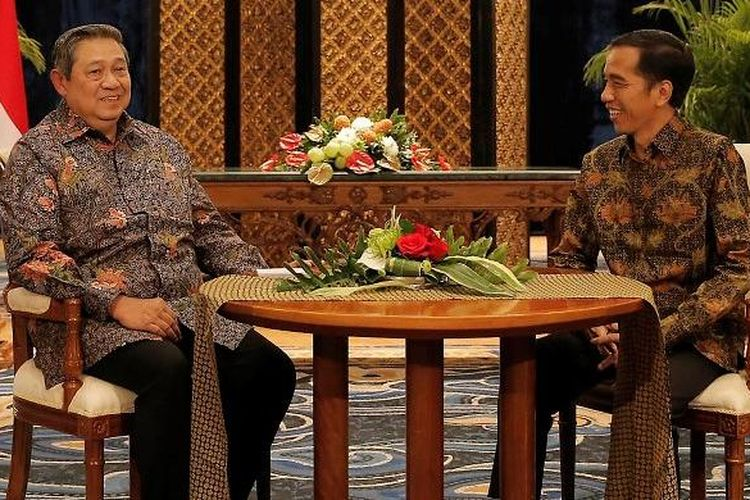 Presiden ke-6 Susilo Bambang Yudhoyono dan Presiden Joko Widodo melakukan pertemuan empat mata membahas proses transisi kepemimpinan, di Laguna Resort and Spa, Nusa Dua, Bali, Rabu (27/8) malam. (foto: abror/presidenri.go.id)