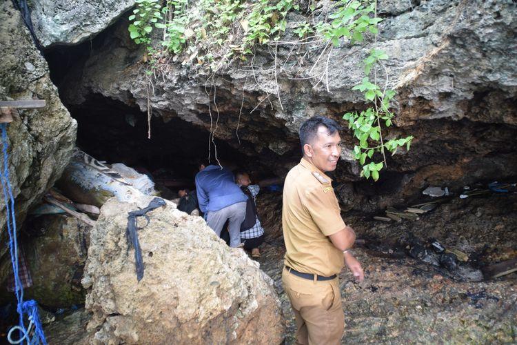 Lokasi gua tempat tinggal La Udu, berada di tepi pantai Kelurahan Kadolomoko, Kecamatan Kokalukuna, Kota Baubau.