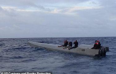 Kapal selam yang menyelundupkan 2.500 kg kokain dari Colombia menuju Puerto Rico. [Dok. US Customs & Border Protection Via Daily Mail]