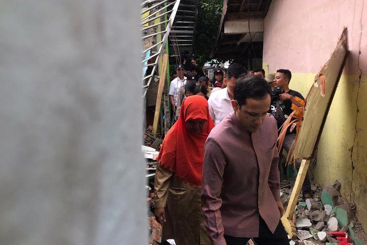 Mendikbud Nadiem berkeliling SDN 02 Cirimekar bersama Kepala Sekolah SDN 02 Cirimekar Bogor, Siti Choeriyah.