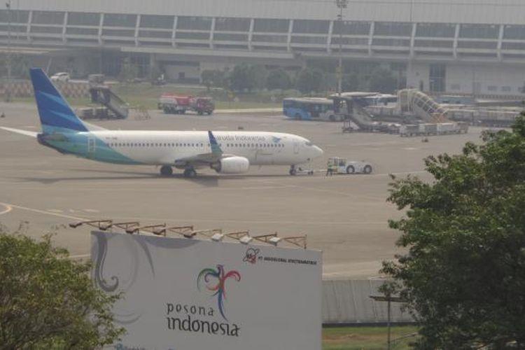 Pesawat Garuda Indonesia sedang push back di Bandara Soekarno-Hatta, Tangerang, Kamis (12/5/2016).
