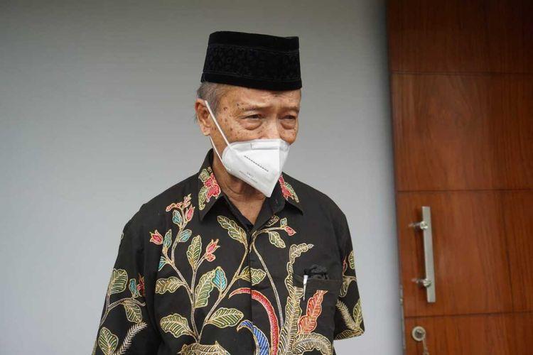 Mantan Ketua Umum PP Muhammadiyah Buya Syafii Maarif menanggapi terkait munculnya baliho-baliho berbau kampanye ditengah situasi sulit akibat pandemi. Buya Syafii berharap politisi maupun partai politik untuk menahan diri dahulu.