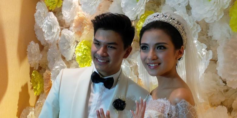 Pasangan artis peran Glenn Alinskie dan Chelsea Olivia mengadakan jumpa pers pernikahan mereka di Hotel Borobudur, Jakarta Pusat, (1/10/2015).