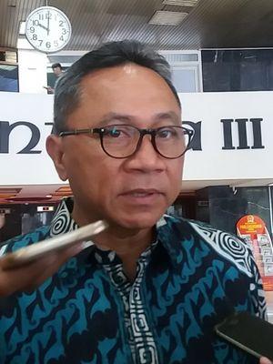 Ketua Umum Partai Amanat Nasional (PAN) Zulkifli Hasan di Kompleks Parlemen, Senayan, Jakarta, Selasa (2/1/2018).