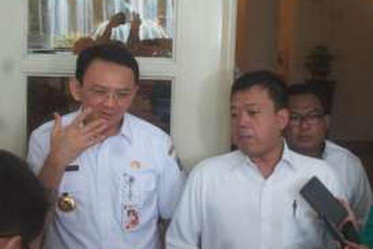 Mantan Ketua Gerakan Pemuda Ansor Nusron Wahid dan Gubernur DKI Jakarta Basuki Tjahaja Purnama di Balai Kota, Rabu (30/3/2016).