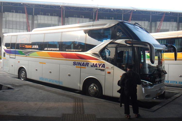 Bus AKAP PO Sinar Jaya dengan sasis Hino RN 285