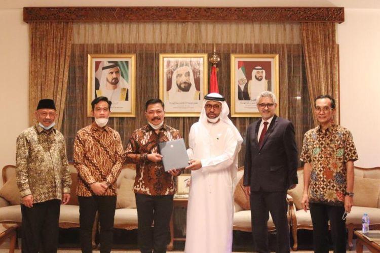 Waskita Karya memenangkan tender pembangunan masjid Sheikh Zayed di Kota Solo, Jawa Tengah. Masjid itu merupakan simbol bagi hubungan persaudaraan dan kerjasama yang erat antara UEA dan Indonesia dalam bidang keislaman.