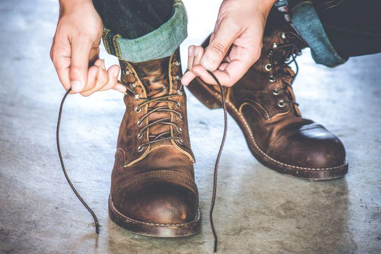 Ilustrasi sepatu boots.