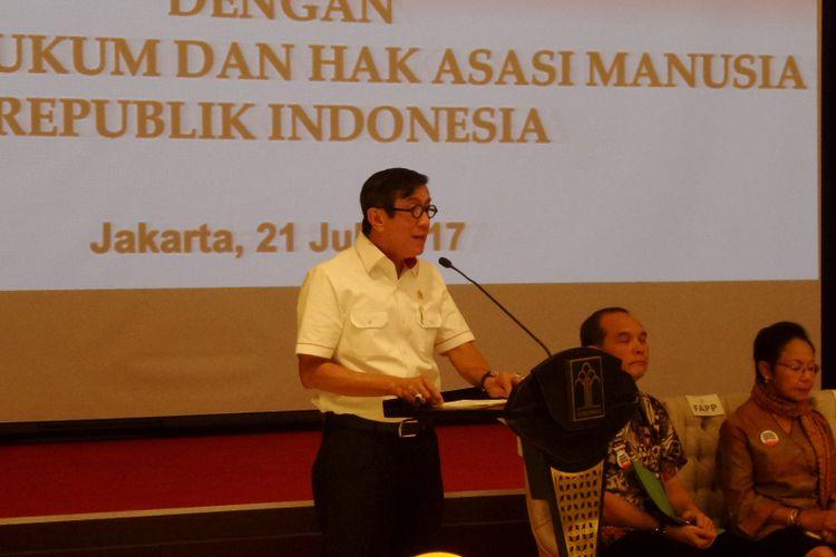 Menteri Hukum dan HAM Yasonna H Laoly menerima audiensi Advokat Pengawal Pancasila di Gedung Kemenkumham, Jakarta, Jumat (21/7/2017).