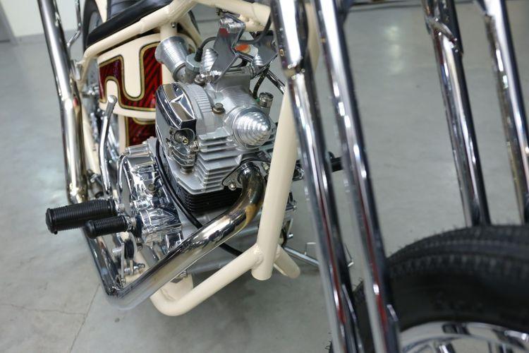 Yamaha Scorpio bergaya chopper Jepang garapan Bdux Custom Bali.