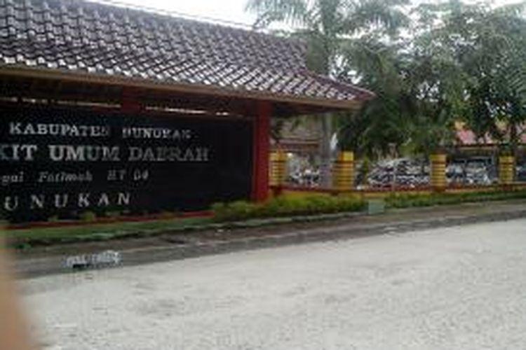 RSU Kabupaten Nunukan terpaksa menanggung biaya perawatan eks TKI terlantar yang dideportasi dari Negara Malaysia melalaui pelabuhan Tunon Taka Nunukan. Jumlahnya tak tanggung tanggung, mencapai ratusan juta rupian.