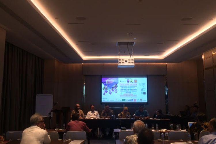 Dirjen Penanganan Fakir Miskin Andi Za Dullong beserta pembicara lainnya pada acara diskusi terkait urusan perumahan rakyat, pemukiman, dan pembangunan kawasan perkotaan/pedesaan di Hotel InterContinental, Pondok Indah, Jakarta Selatan, Selasa (26/11/2019).