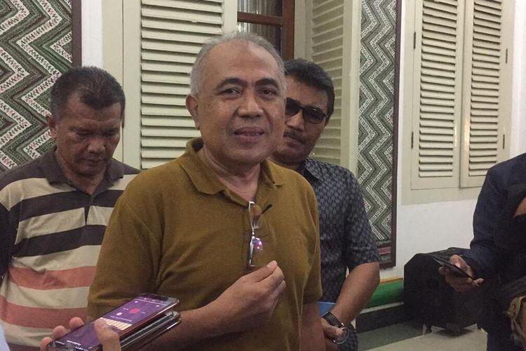 Direktur Utama RSUD Smart Pamekasan, Farid Anwar menolak untuk mengajukan klaim tunjangan bagi tenaga medis ke Kemenkes RI karena persyaratannya ruwet dan tidak ada kepastian waktu.