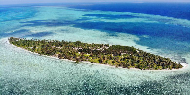 Pemandangan Pulau Tomia dari udara.