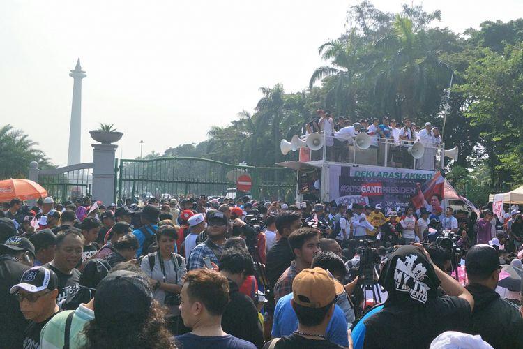 Aksi deklarasi akbar #2019GantiPresiden di selatan Monas, Jakarta, Minggu (6/5/2018)
