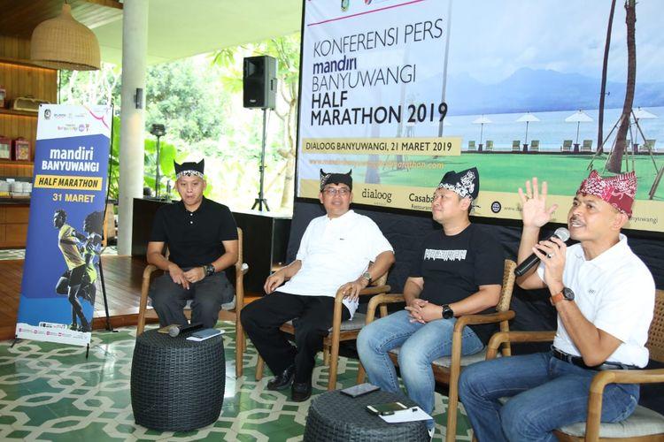Konferensi pers Mandiri Banyuwangi Half Marathon di Hotel Dialoog, Banyuwangi, Jatim, Kamis (21/3/2019).