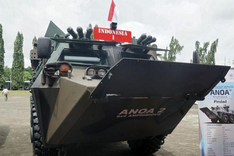 Panser Anoa Amphibious yang ditumpangi Presiden Joko Widodo saat menghadiri Rapim TNI 2017 di Mabes TNI, Cilangkap, Jakarta Timur, Senin (16/1/2017).