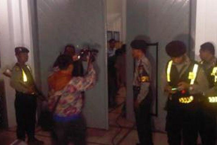 Polisi berjaga di Lapas Tulungagung.
