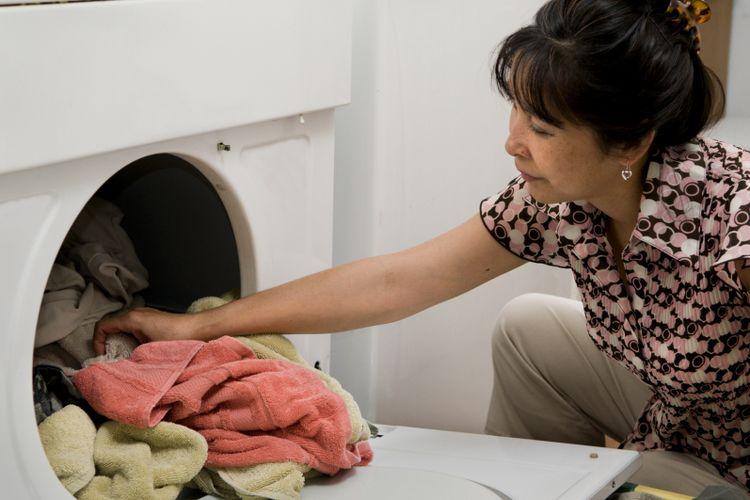 Ilustrasi mencuci baju