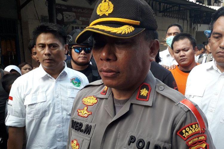 Kapolsek Tambora Kompol Iver Son Manossoh di lokasi pengungkapan bandar narkoba di Jembatan Besi, Tambora, Jakarta Barat pada Senin (8/10/2018).