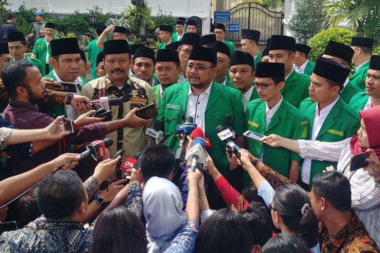 Pengurus GP Ansor usai bertemu Jokowi di Istana Kepresidenan, Jakarta, Jumat (11/1/2019).
