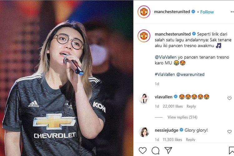 Foto penyanyi Via Vallen diunggah di akun Instagram resmi Manchaster United.