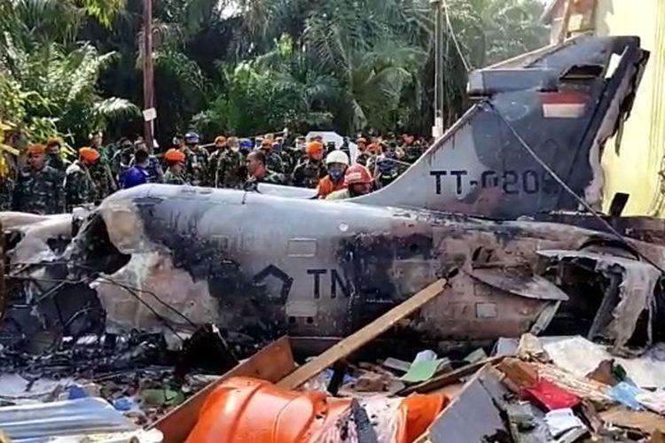 Bidik layar video amatir jatuhnya pesawat tempur TNI AU. Pesawat diketahui sebagai BAE Hawk 209 dengan nomor registrasi TT-0209.