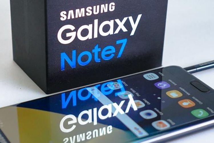 Samsung Galaxy Note 7 berikut kotak kemasannya.