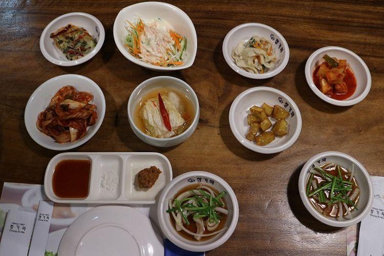 Makanan pelengkap korean barbeque di Restoran Korea Chung Gi Wa, Kebayoran Baru, Jakarta Selatan.