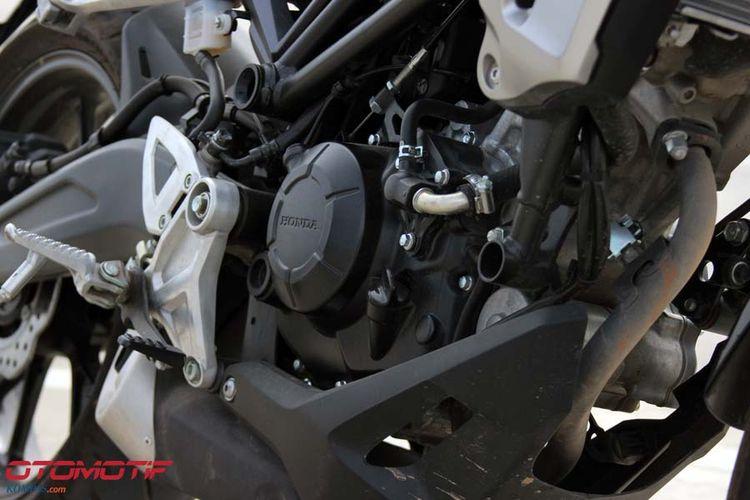 Honda CB150R ExMotion menggunakan mesin 1-silinder 150cc DOHC yang sama seperti Honda CB150R Streefire yang ada di Indonesia.