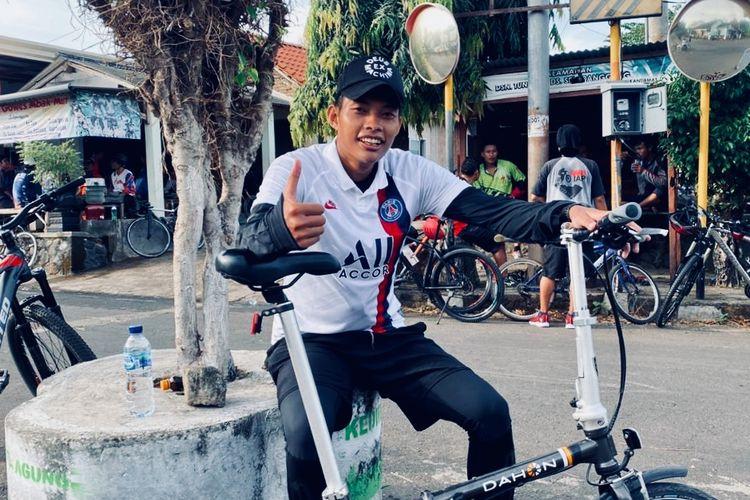 Pemain Persik Kediri, Vava Mario Yagalo memilih bersepeda untuk mengisi waktu selama kompetisi Liga 1 2020 di hentikan sementara.