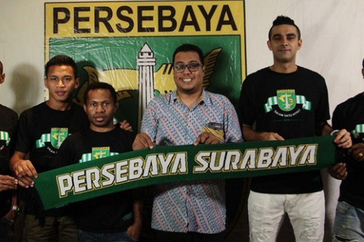 Persebaya Surabaya memperkenalkan lima muka baru untuk Liga 1 2018, yaitu Osvaldo Haay, Nelson Alom, Ferinando Pahabol, Otavio Dutra, dan Ruben Sanadi.