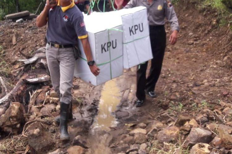 Proses pendistribusian logistik Pemilu Serentak 2019 di Kabupaten Yalimo, Papua