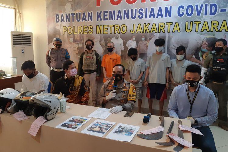 Konferensi pers kasus tawuran 2 geng warga di Cilincing, Jakarta Utara