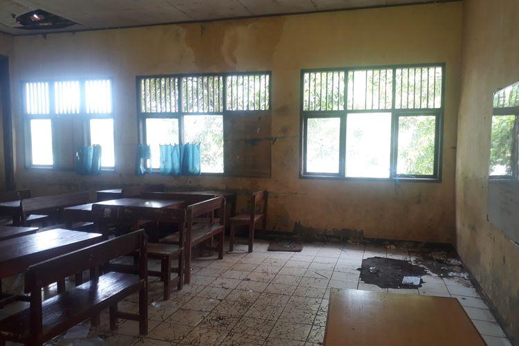 SDN Samudrajaya 04, Kecamatan Tarumajaya, Kabupaten Bekasi, rusak parah, Minggu (19/1/2020).