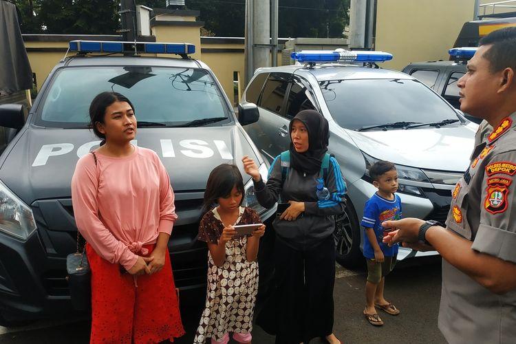 Lea (merah jambu), penyedia jasa sound system yang jadi korban dugaan penggelapan dana oleh Pandamanda, wedding organizer di Depok, Jawa Barat, Rabu (5/2/2020).