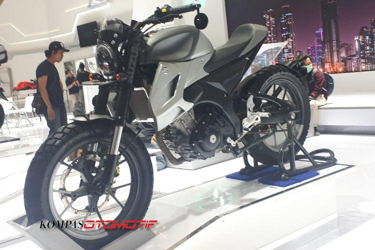 Modifikasi Suzuki Bandit bergaya Neo Scrambler di IMOS 2018
