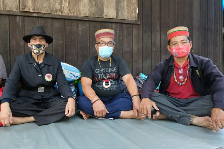 Ketiga tokoh Adat Dayak Modang Long Wai yang diamankan polisi yakni Kepala Adat Dayak Modang, Daud Luwing, Sekretaris Adat, Benediktus Beng Lui dan Dewan Adat Daerah Kaltim, Elisason.
