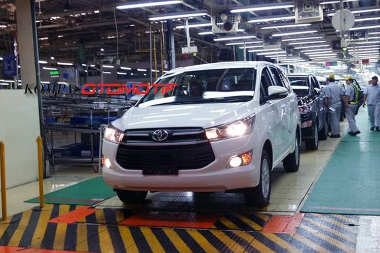 Produksi All-New Innova di pabrik Toyota Motor Manufacturing Indonesia (TMMIN) di Karawang I, Jawa Barat.